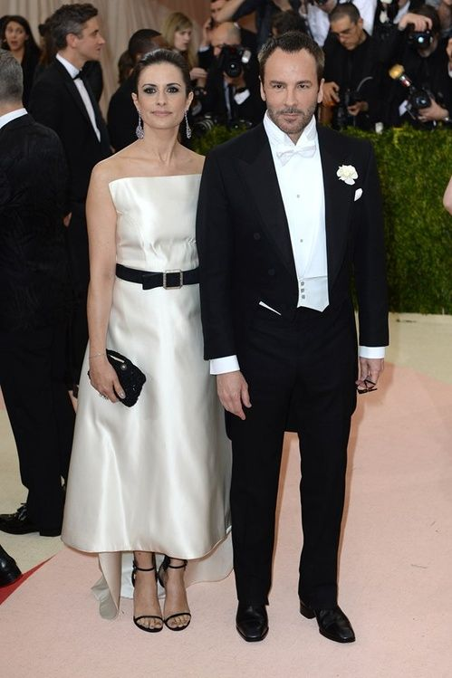Livia Firth en robe Tom Ford accompagnée de Tom Ford