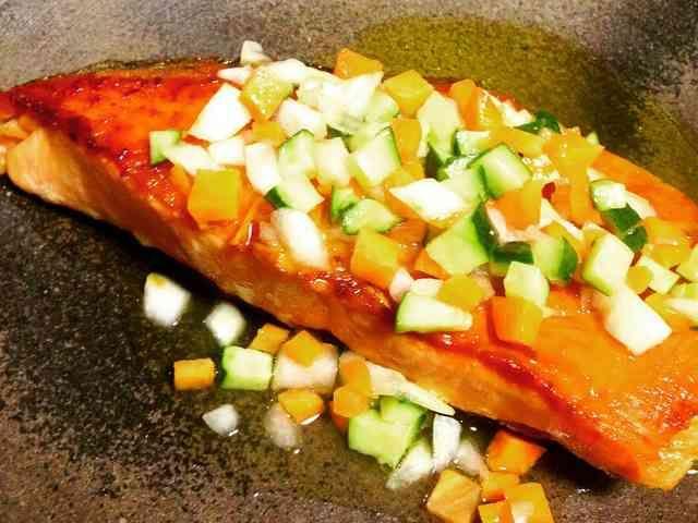 秋鮭とかぼすの彩り野菜のドレッシングの画像