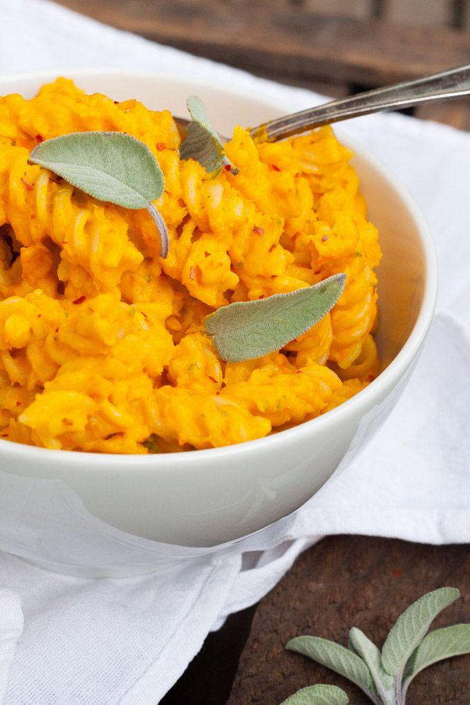 Kürbis-Pasta mit Salbei. Schnell und unglaublich cremig - kochkarussell.com
