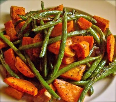 Roasted sweet potato and green beans: Yummy Veggies, Fresh Green Beans, Baking Sheet, Olives Oil, Olive Oils, Toss Veggies, Garlic Powder, Potatoes Peel, Roasted Sweet Potatoes
