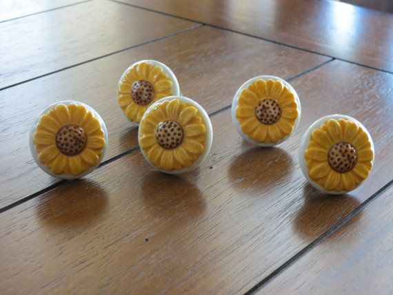 This listing is for one (1) ceramic knob in a sweet shape of a daisy. It will make a nice addition to your drawers or cabinet doors. The knob is