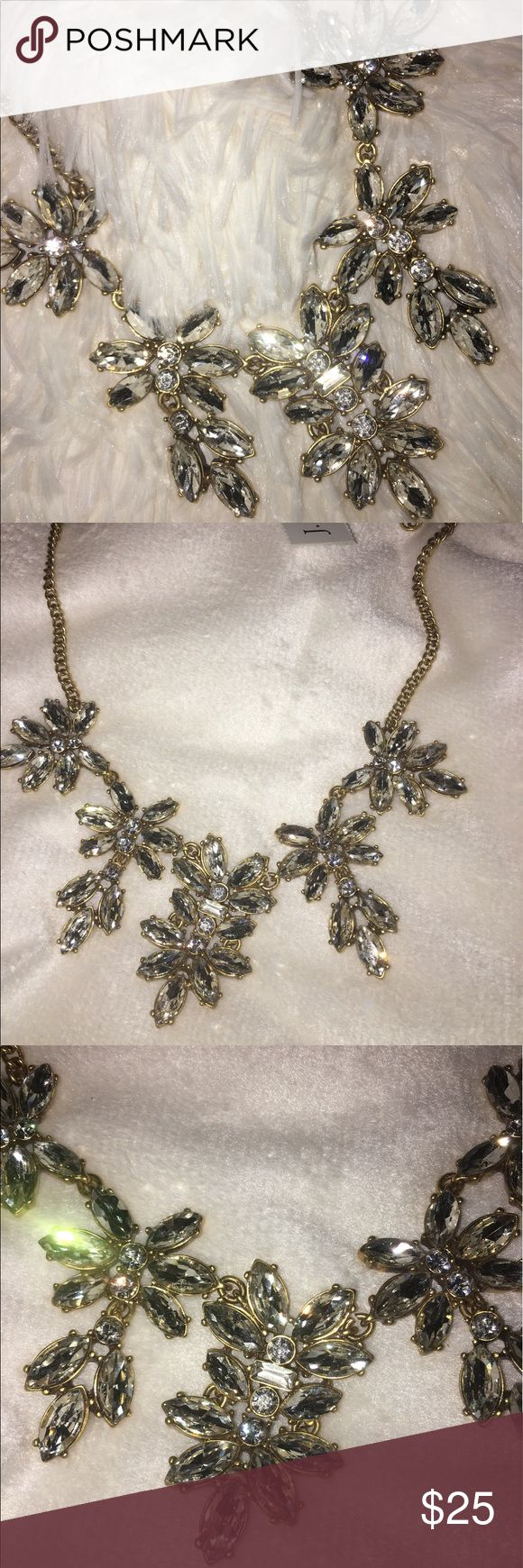 😍J CREW NECKLACE👸🏼 I don't remember if I got this at J Crew or J Crew Factory, but it is still FABULOUS 😍 J. Crew Factory Jewelry Necklaces
