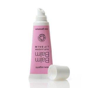 Soin des lèvres émollient, 100% pur et bio délicieusement parfumé au Géranium de Rose. Ce petit tube plein de malice est un bon à tout faire, soin des lèvres, des mains ou encore des pieds. Emolliant et hydratant, il répare la peau sensible des lèvres et les nourrit intensément. Le délicieux parfum du géranium de rose ajoute une touche fraîche et féminine. Baume Lèvres bio Géranium de Rose Balm Balm. Tube 10ml. 6€ #rose levres #soin #baume #bio #balmbalm www.officina-paris.fr