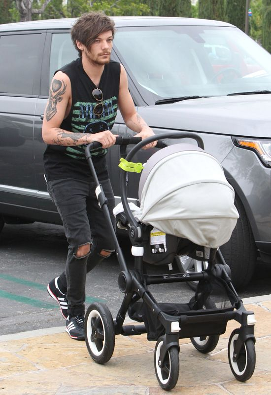 Louis Tomlinson with his son for some father and son time