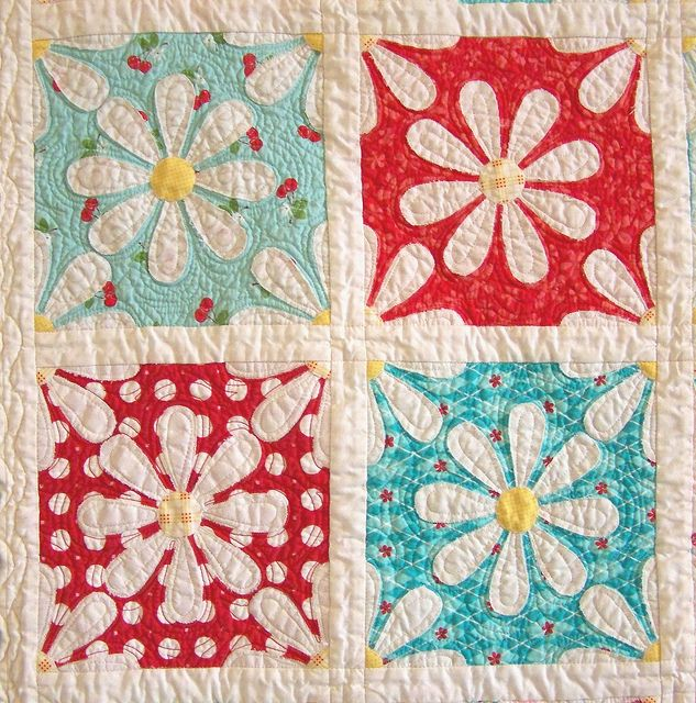Adorable daisy quiltDiy And Crafts, Quilt Block, Quilt Barns, Adorable Daisies, Vintage Patchwork, Adorable Quilt, Flower Quilt, Upsy Daisies, Quilt Pattern