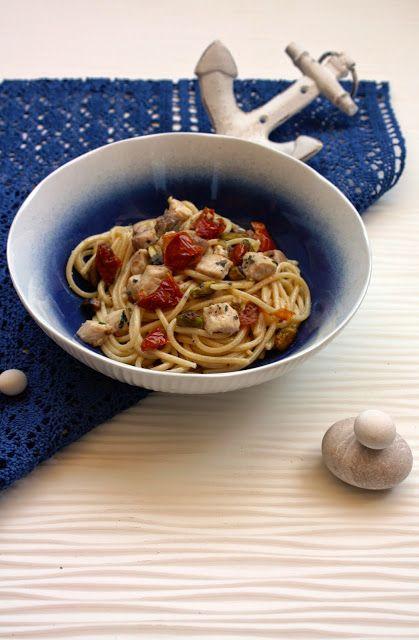 Spaghetti alla chitarra con spada, pomodorini semi secchi, pistacchi e colatura di alici. per la ricetta: http://www.frittomistoblog.it/2015/05/spaghetti-alla-chitarra-con-spada.html