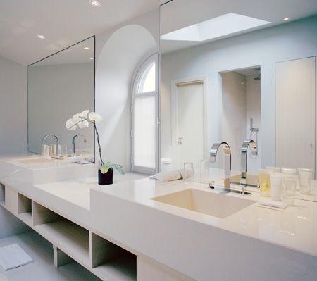 stunning white bathroom