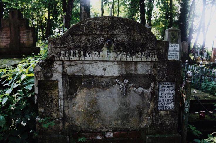 stary grobowiec rodzinny