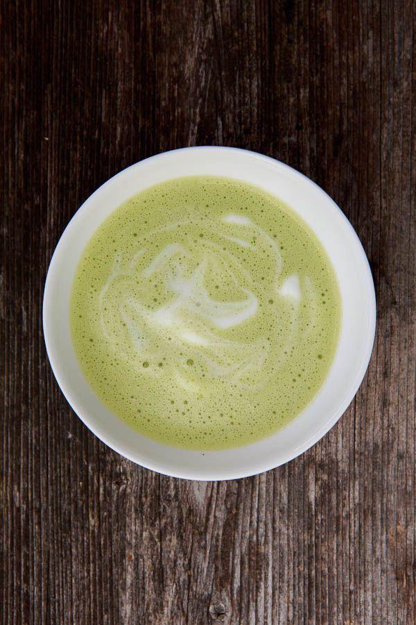 Die Bärlauch-Saison hat begonnen und ich starte mit einer leckeren Bärlauchcrèmesuppe nach Johanna Maier.