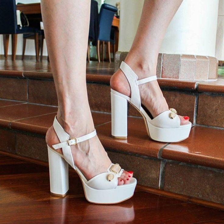 Sandalo #lucianobarachini per impreziosire le tue serate! 💫 ▪️Scoprilo online su ➡️ RicciShop.it  #barachini #lucianobarachinishoes #white #glamour #shoes #sandali #sandalo #tacchialti #highheels #tacchi #heels #loveshoes #newcollection #womanshoes #love #fashionshoes #luxuryshoes #springsummer2017 #glam #cool #fashion #moda #style #outfit #shopping #shoponline #riccishop #italy