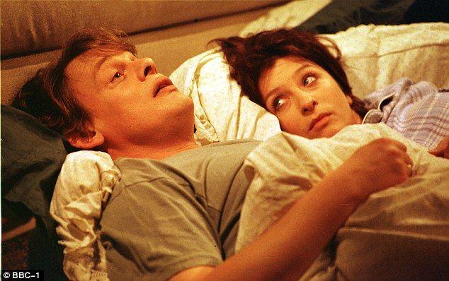 Men Behaving Badly stars Martin Clunes and Caroline Quentin ...