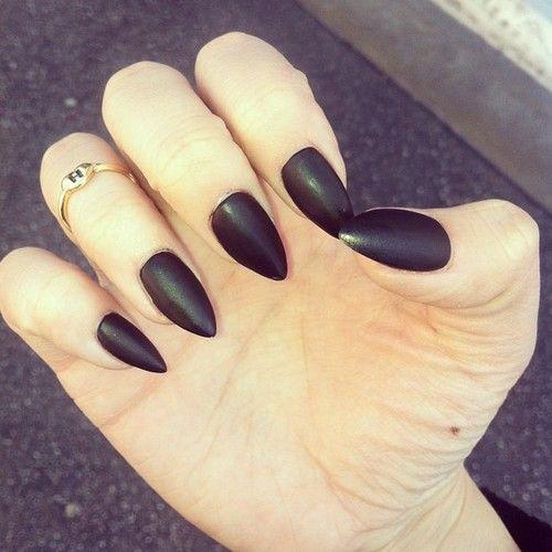 """La nueva tendencia: las uñas """"picudas"""" ¿las usarían?"""