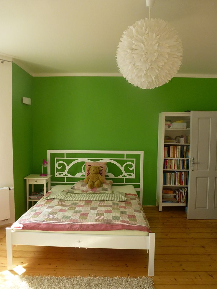 White iron bed for little Miss