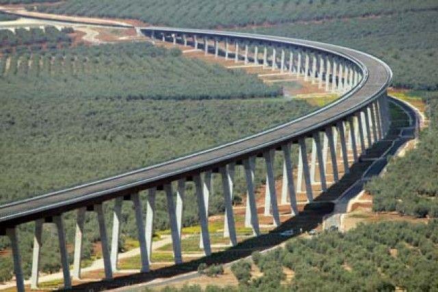 Ineca pide que el sur de Alicante 'embarque' camiones agrícolas en trenes AVE