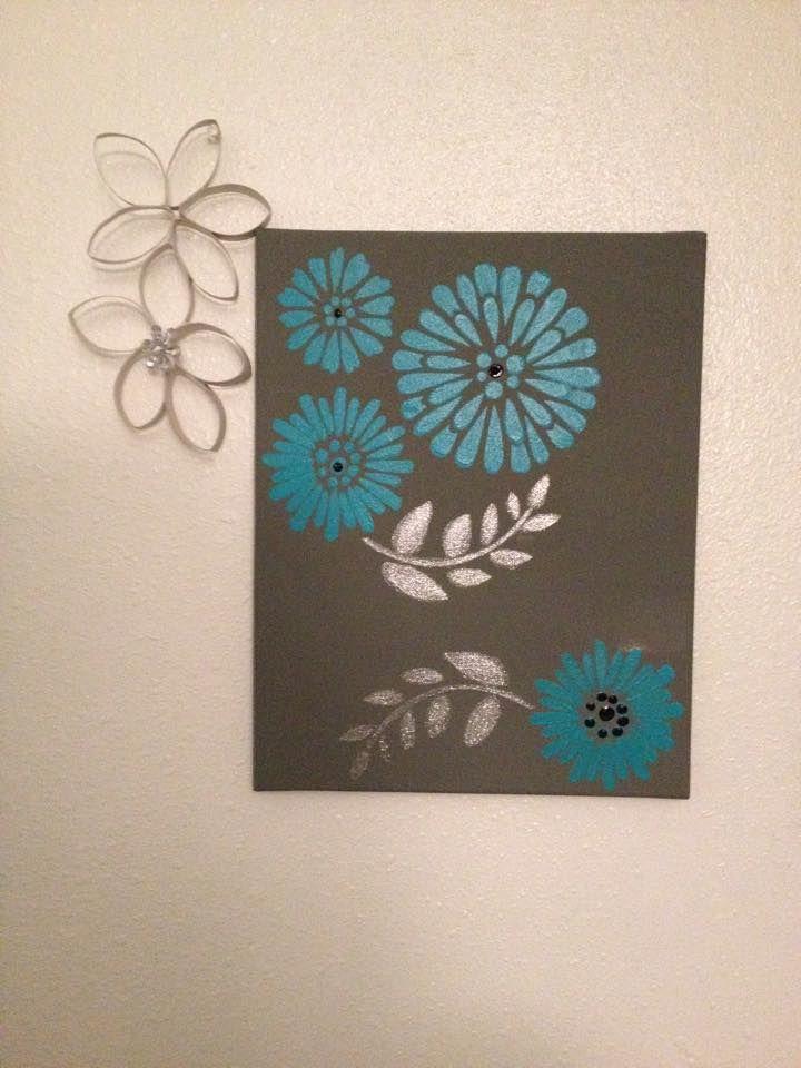 Pintura acrílica en canvas. Flores hechas a mano con papel higiénico reciclado.