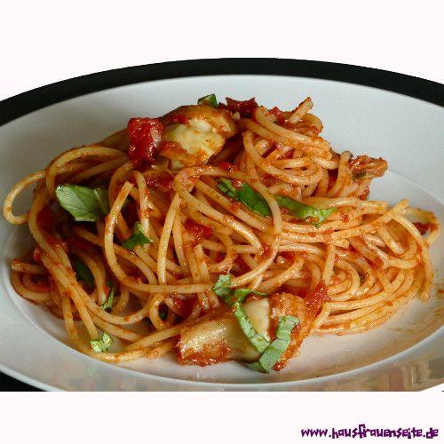 Spaghetti con carciofi - Spaghetti mit Artischocken Spaghetti con carciofi - Spaghetti mit Artischockenherzen, Tomaten und Basilikum vegetarisch vegan laktosefrei