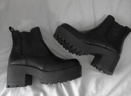 I'm like seriously seeing these boots everywhere imma have to get me some