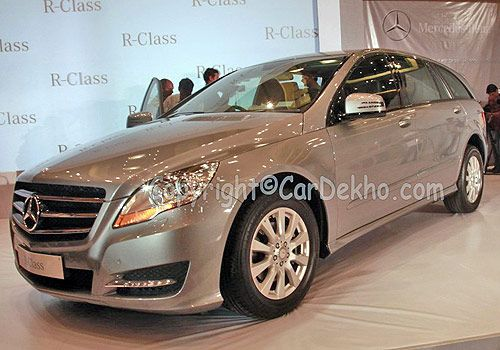 http://www.cardekho.com/carmodels/Mercedes-Benz/Mercedes-Benz_R-Class  To bag on the success of R 350 4Matic petrol version, Mercedes Benz has rolled out the diesel variant, Mercedes Benz R350 CDI 4MATIC with a price tag of Rs.58.59 lakh (ex-showroom New Delhi). The CDI variant will be powered by a 2987cc V6 diesel engine that comes coupled with7G-TRONIC with 4WD transmission that gives a mileage of 11.25kmpl.