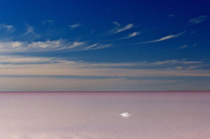 Für Fotograf Michael Martin die Erde ein Wüsten-Planet. Er hat fast alle Trockengebiete der Welt bereist. Seine Fotos und wie gefährlich seine Reisen sind.