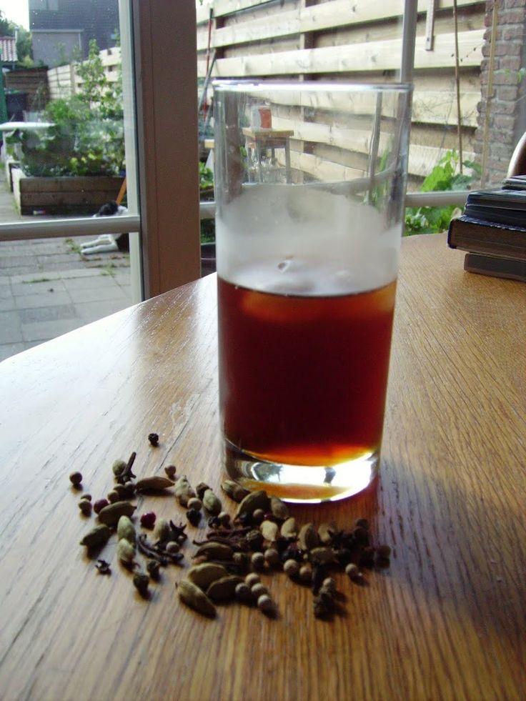 Wil je wel eens wat anders proberen dan mierzoete energiedrankjes of ijsthee waar 0,32% thee extract in zit? Probeer dan deze kruidige ijsthee eens.