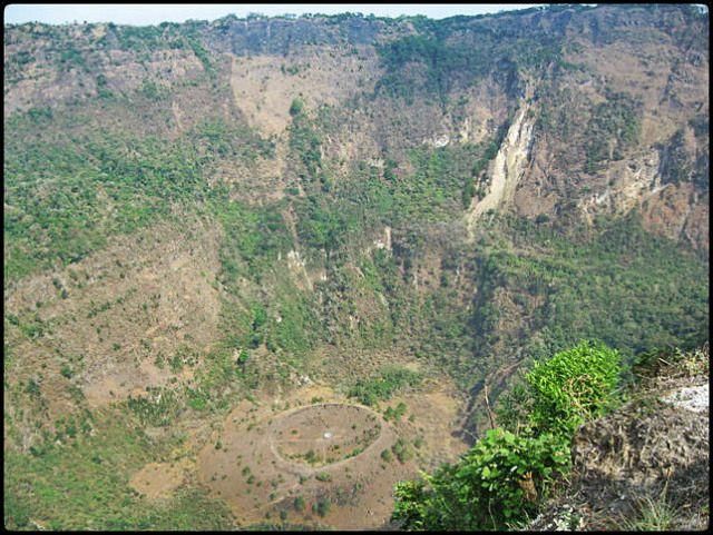 El Boqueron National Park, Parque Nacional El Boqueron, San Salvador, El Salvador, park, parque, crater, bosque, forest, hiking, caminata, Centro America, Central America, Travel, Viaje    On the edge of the crater