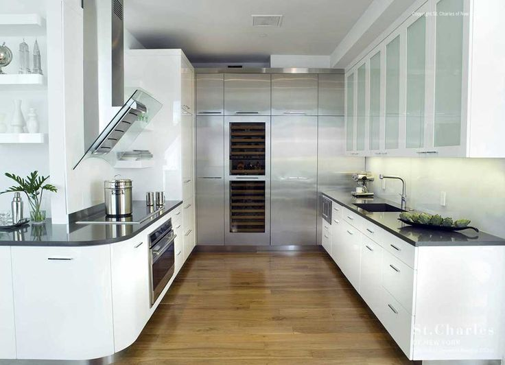 New York Modern Kitchen Design Ideas with wooden floor and white cabinet