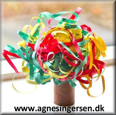 Serpentiner træet kan varieres i farverne til de forskellige årstider :) Du får vejledningen lige her :  http://agnesingersen.dk/blog/serpentinertrae/ Husk at give mig noget credit når du bruger mine ideer <3 #diy #toiletrulle #serpentiner #Serpentinertræ #AgnesIngersen