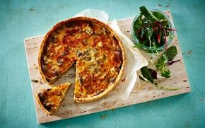Champignontærte Klassisk tærte med champignon. Servér den til frokost eller aften med en salat