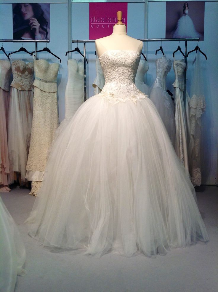 A new model of Daalarna 2014 collection was presented at the NY bridal trade show!