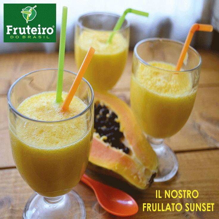 FRULLATO RICCO DI VITAMINA, MOLTO DELICATO E RINFRESCANTE.  Ingredienti :  - 1 panetto di polpa alla papaya - ananas  - banana - limone - acqua ( circa 100 ml ) http://www.fruteiro.it/frutti-tropicali-brasiliani/papaya