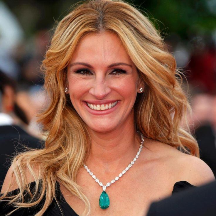 Julia Roberts wearinga necklace from the Chopard Red Carpet Collection with diamonds and a 52.76-carat emerald at the screening of Money Monster in Cannes