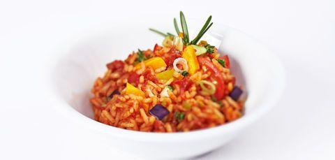Reis-Pilaw mit geröstetem Gemüse und Tomatensalsa