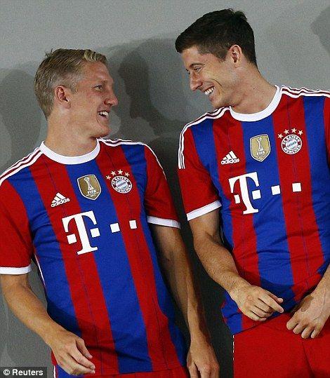 Bayern Munich's Bastian Schweinsteiger (left) jokes with team mate Robert Lewandowski...