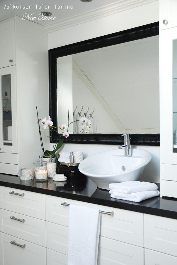 Master bathroom: Black painted mirror