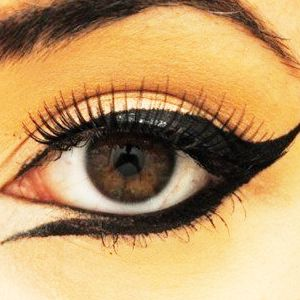 How To Apply Liquid Eye Liner Under Your Eyes #instaglam