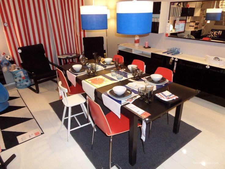 Kırmızı Yemek Odası Siyah konsol,kahverengi-siyah yemek masası,kırmızı sandalyeler,mavi-beyaz tavan aydınlatmasından oluşan güzel bir yemek odası. Yemek masamız sarı yemek odasında kullanılan yemek masasıyla aynı.Yani Bjursta serisi,açılabilen yemek masası 6-8 kişiliktir.Masa altında saklanan 2 kanat açıldığında 17 ... http://www.yemekodasi.com/kirmizi-yemek-odasi/