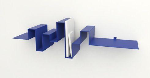 Gefascineerd door de vormen van geluidsgolven is er een boekenplank ontstaan, waarin de betekenis van woorden ligt opgeslagen in het object zelf.