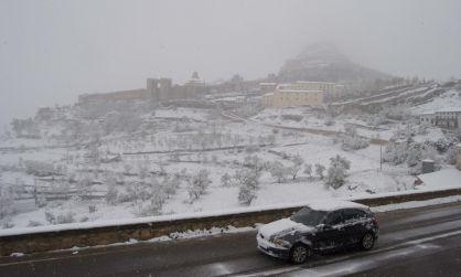 Una panorámica de Morella nevada, en la mañana de este domingo, 28 abril 2013