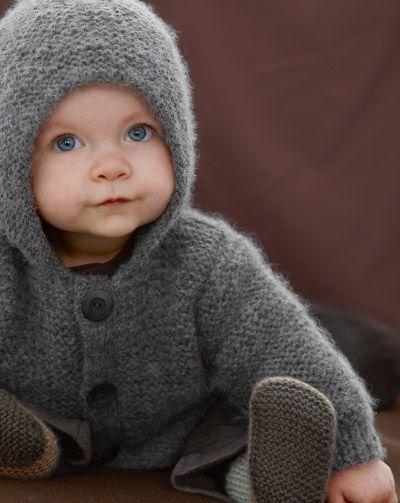 Kışın gelmesiyle birlikte çoğumuz ipleri şişleri çıkardık. Örgüyü çok bilmiyorsanız bile denemekte yarar var. Sizlere örmesi çok kolay kapşonlu haraşo örgü bebek hırkası yapılışı hakkında detayları anlatacağım. Haraşo Örgü Bebek Hırkası Yapılışı Başlangıç Hırkamız erkek bebek hırkası olacak. Modelimiz haroşa. Kısaca haroşa modelini anlatayım. Haroşa modeli örgümüzü tamamen düz veya tamamen ters ördüğümüz zaman oluşur. …