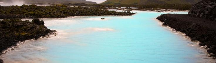 Nach der spanischen und italienischen Hauptstadt stellen wir euch in unserem Mini-Reiseführer diesmal die isländische vor. Die hat zugegeben ganz andere Ausmaße, ist mit 118.000 Einwohnern trotzdem die größte Stadt der Insel und gleichzeitig die nördlichste Hauptstadt der Welt.