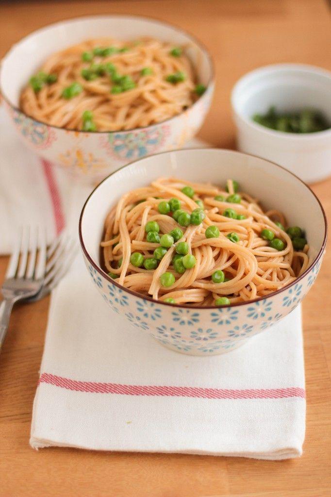 spaghetti et petits pois au lait de coco et curry thai VEGAN -- coconut milk red curry spaghetti and peas