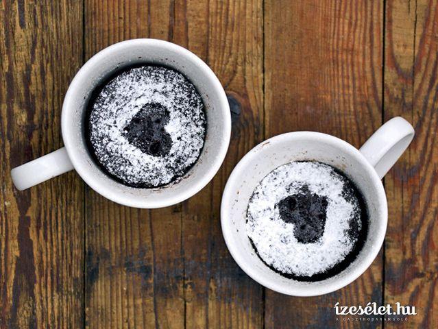 Mogyorós, kávés, bögrás piskóta