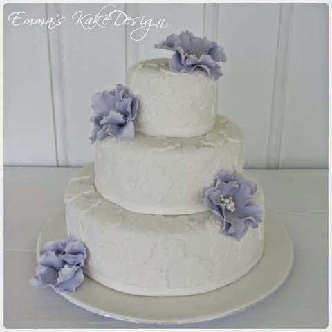 Emmas KakeDesign: Head to the blog for a step-by-step tutorial on how to make this beautiful wedding cake covered in lace and with fantasy flowers of fondant. Instagram @emmaskakedesign