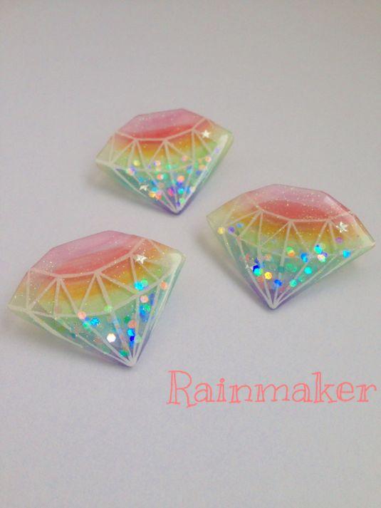 ★プラバンブローチ★虹色ダイヤモンド
