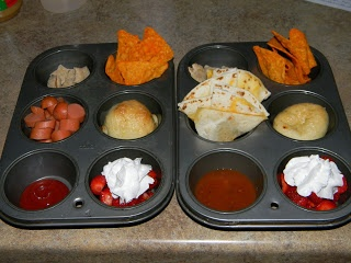 Cute homemade TV dinner idea for movie night with the kids