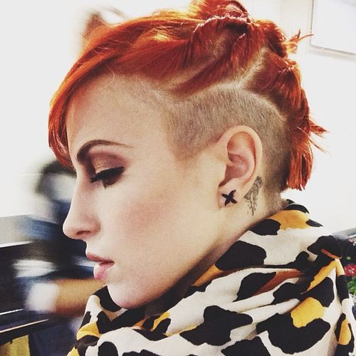 Hayley Williams and her awesome hair for the  Manchester concert 2013