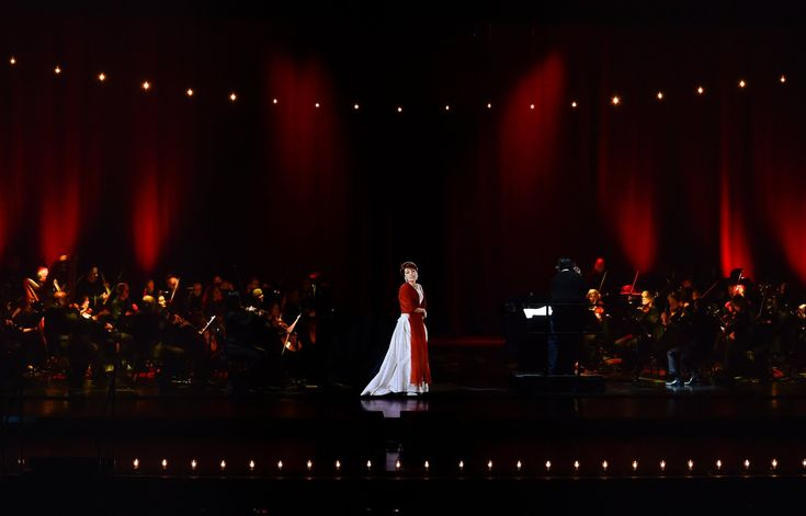 What a Hologram of Maria Callas Can Teach Us About Opera - The New York Times. Callas was recreated for the occasion, down to the minutest movements of her hands and the subtlest facial gestures http://nyti.ms/2EJoeYc