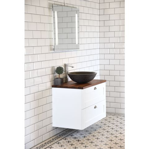 Fasat vitt kakel. Snyggt att både ha i badrummet och i köket.  Kakel Biselado Vit - Blank - 100x200 mm  Rek. pris 499,00 kr /m2  NU 349,00 kr /m2