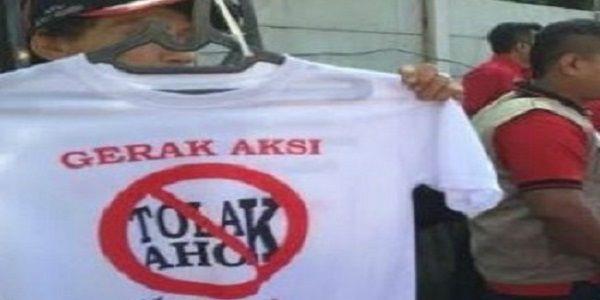 TOLAK AHOK 32 AKTIVIS TULIS SURAT TERBUKA UNTUK JOKOWI DAN MEGAWATI  [portalpiyungan.com]Pencalonan Basuki Tjahaja Purnama alias Ahok terus mendapat penolakan dari sejumlah pihak. Salah satunya datang dari 'Forum Kampung Kota' yang meluncurkan surat terbuka yang ditujukan kepada Presiden Joko Widodo (Jokowi) dan Megawati Soekarno Putri selaku Ketua Umum PDIP. Para aktivis dari 'Forum Kampung Kota ini terdiri atas para akademisi dan praktisi dari berbagai disiplin ilmu pemerhati sosial…