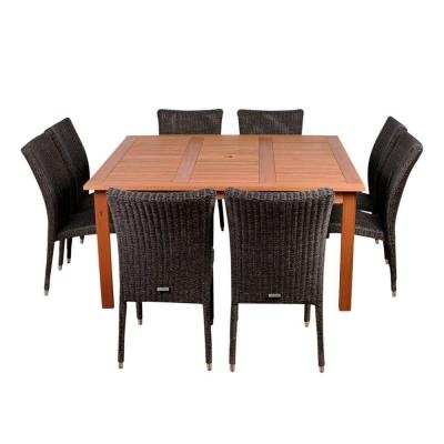 Love this simple patio dining set.